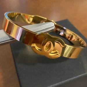 Gorgeous 💖 Gold Logo Bracelet